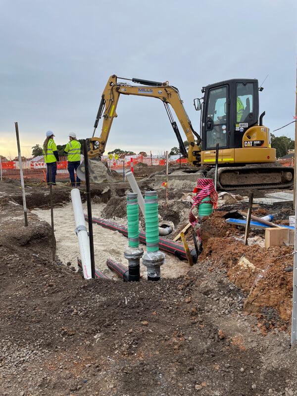 Crane digging pipe lines